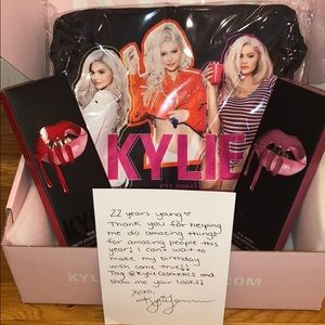 Kylie 2 Lip Kits & Makeup Bag.